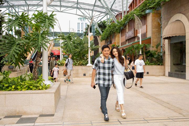 คุณเป้ยและคุณป็อบกับโมเมนต์สานสวีตที่ Resorts World Sentosa