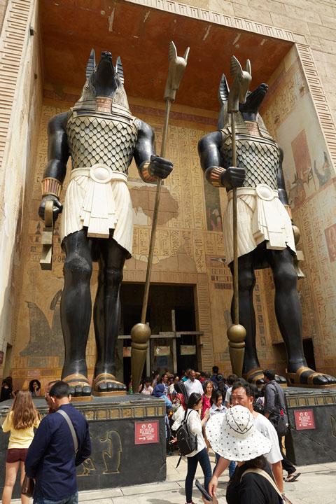 Ancient Egypt ท่องเที่ยวไปในช่วงเวลาที่ปิรามิดโบราณ รูปปั้นที่ยืนหยัดพาคุณข้ามห้วงเวลาสู่ปี 1920