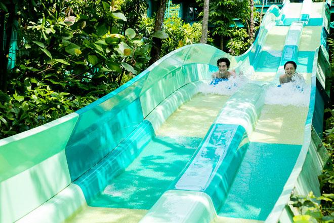 Ready, set, slide! ชวนเพื่อนซี้หรือคนรู้จักมาแข่งความเร็วบนสไลเดอร์รางคู่ที่ Dueling Racer, Adventure Cove Waterpark