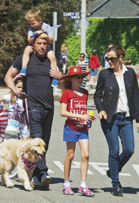 Excl – Ben Affleck and Jennifer Garner At 4th of July Parade