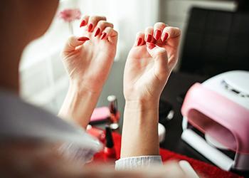 ทำสีเล็บมือ เล็บเท้า