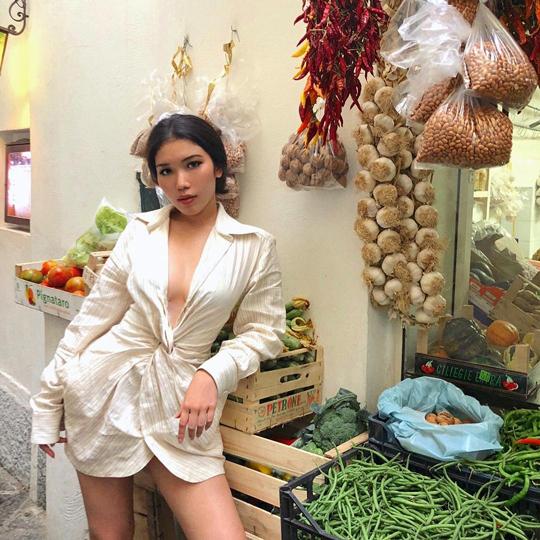 มีมี่-แม้นวาด นาครทรรพ, ชุดว่ายน้ำ, เกาะคาปรี, ประเทศอิตาลี, เที่ยวพักร้อน, แหล่งรวมเซเลบริตี้, ทายาทตระกูลดัง, เซเลบคนดัง, Celebrity News, Celebrity Style, Thai Celebrities
