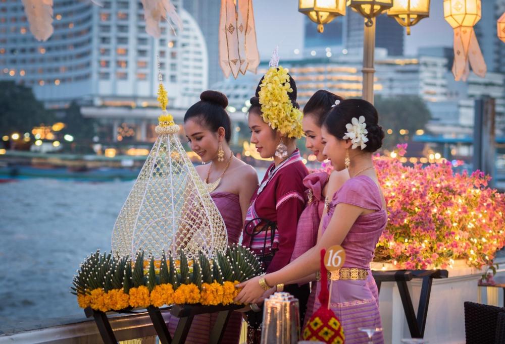 ลอยกระทงที่ไหนดี?, ประเพณีลอยกระทง, สถานที่ลอยกระทง, ไอคอนสยาม, แมนดาริน โอเรียนเต็ล กรุงเทพฯ, อวานี ริเวอร์ไซด์ กรุงเทพฯ, แชงกรีล่า กรุงเทพฯ, ICONSIAM, Mandarin Oriental Bangkok, Shangri-La Hotel, Bangkok, AVANI Riverside Bangkok, Penninsula Bangkok