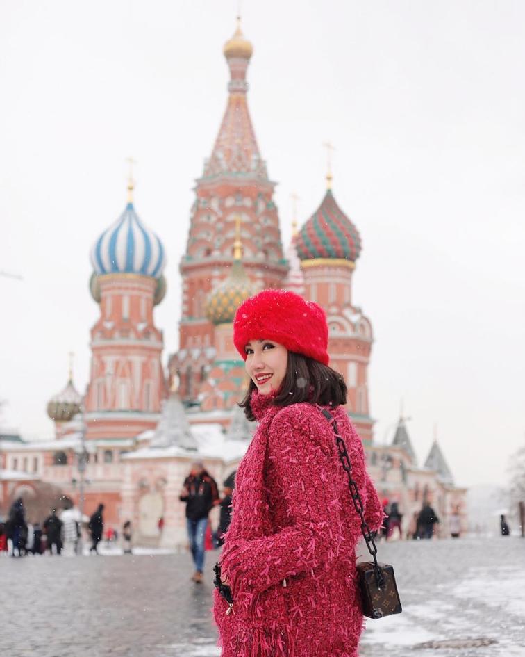 เมนี่-ภาดาภัสสรณ์ ภาดาพิลาสธานันทร์, เจ้าแม่คอนโดมิเนี่ยม, แฟชั่นนิสต้า, Top Spender, ท่องเที่ยว, ประเทศรัสเซีย