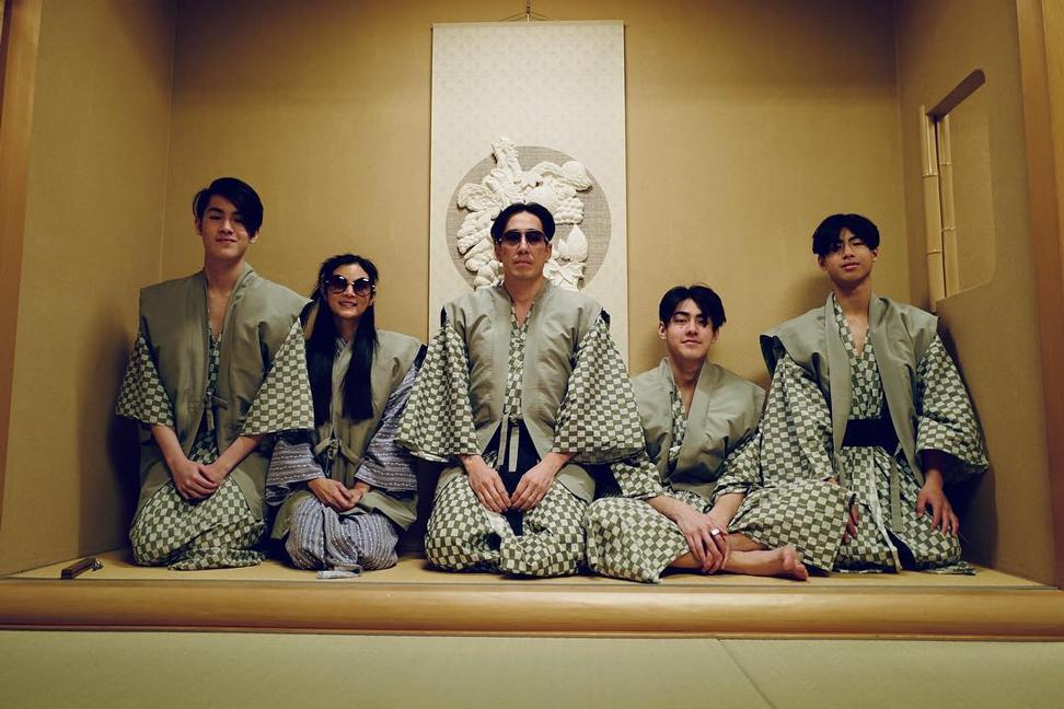 เจ-เจตริน, เจ-เจตริน วรรธนะสิน, ปิ่น-เก็จมณี, เจ้านาย, เจ้าขุน, เจ้าสมุทร, ฮอลิเดย์, โตเกียว, ประเทศญี่ปุ่น, ครอบครัวอบอุ่น, ครอบครัวตัวอย่าง